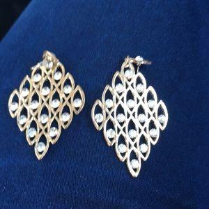 Diamond shaped gold color earrings